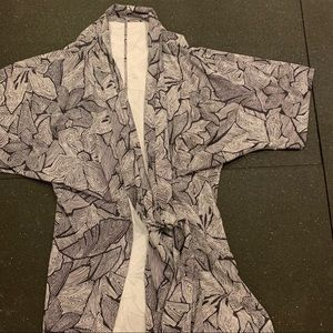 Lululemon Kimono (Rare/Like New Condition)